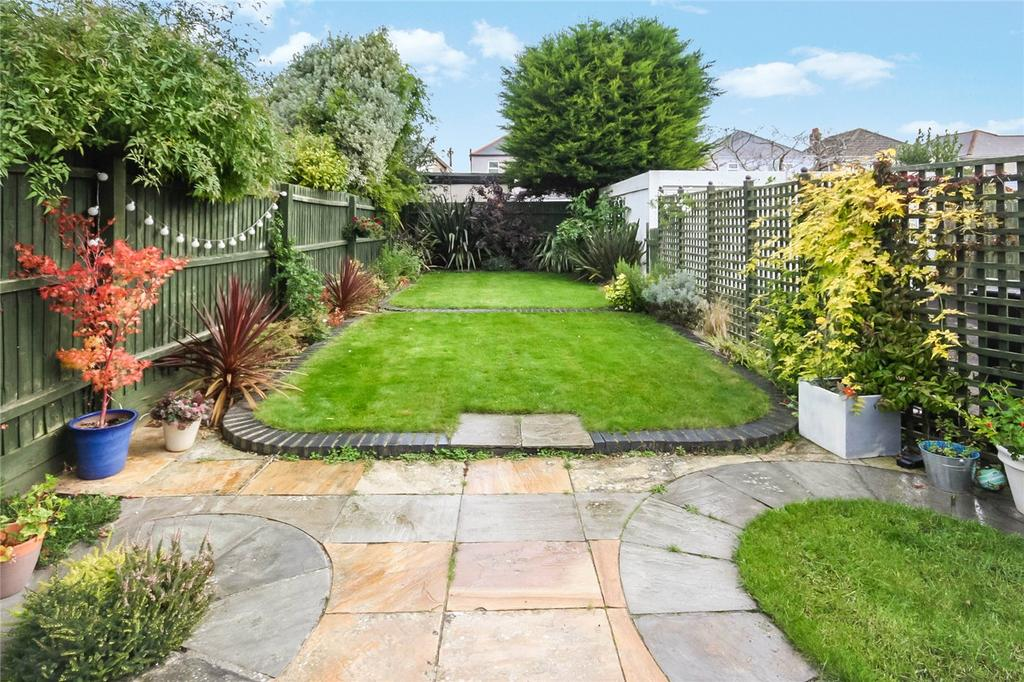 2 Bedrooms Flat for sale in Boreham Road, Bournemouth, Dorset, BH6