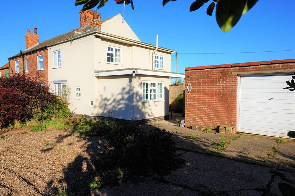 3 Bedrooms Semi Detached House for sale in Leverton Road, Retford