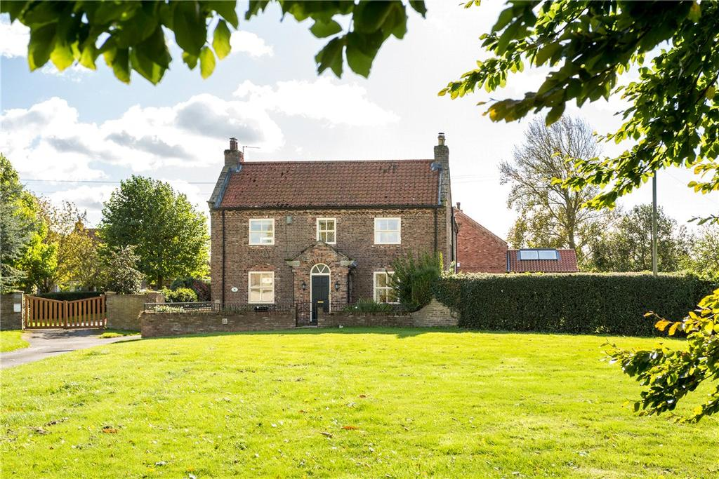 3 Bedrooms Detached House for sale in The Green, Gateforth, Selby, YO8