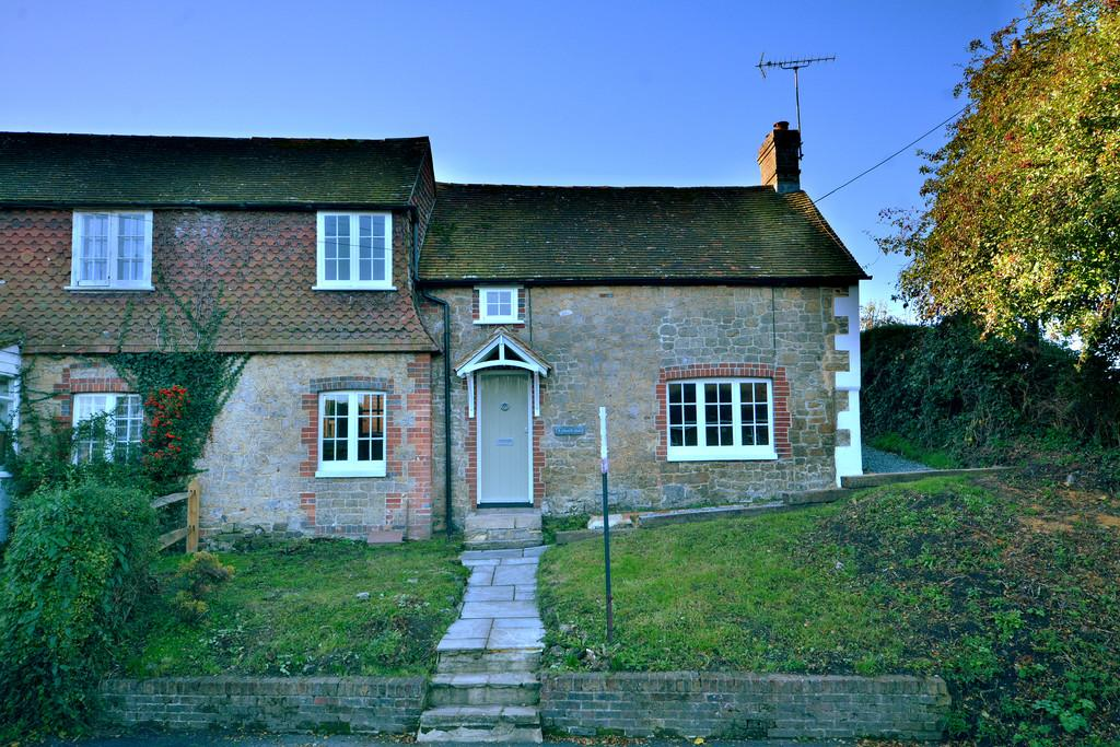 2 Bedrooms End Of Terrace House for sale in Pulborough