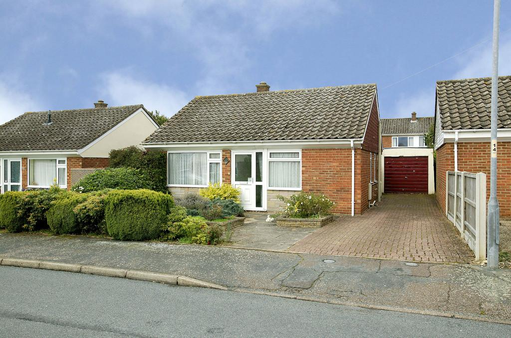 2 Bedrooms Detached Bungalow for sale in Hubbard Close, Wymondham