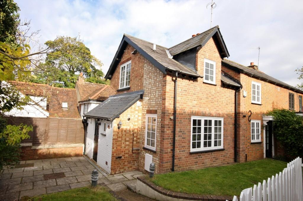 3 Bedrooms Semi Detached House for sale in Hobbs Hill, Welwyn