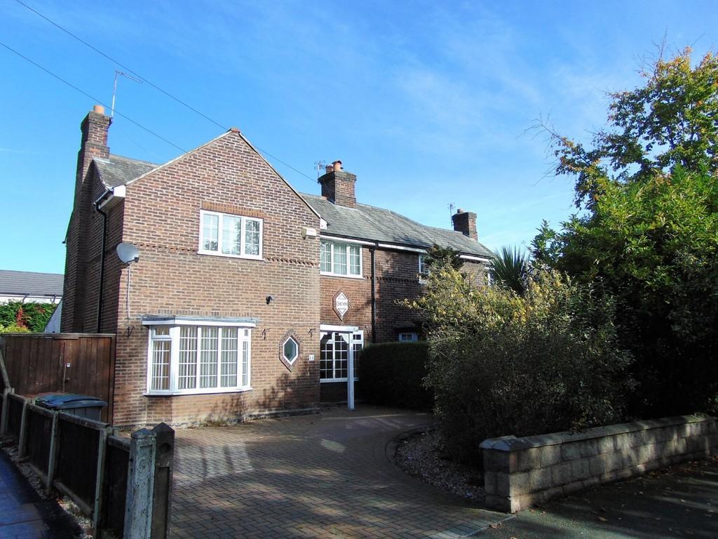 3 Bedrooms Semi Detached House for sale in Quarry Road East - Bebington