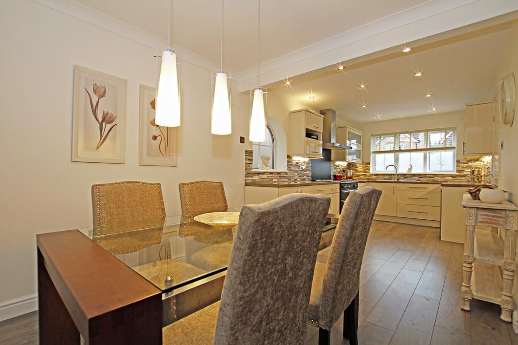 4 Bedrooms Detached House for sale in Wintersett Drive, Lakeside