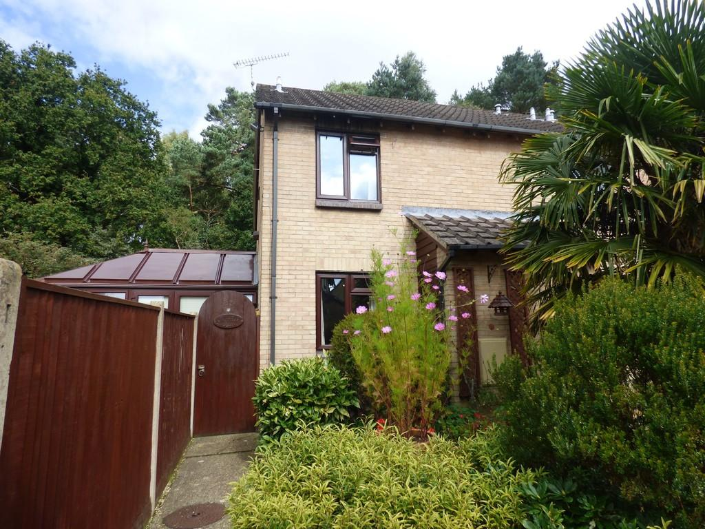 2 Bedrooms End Of Terrace House for sale in CREEKMOOR