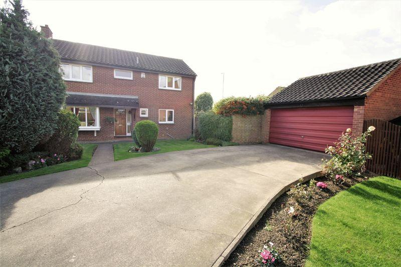 4 Bedrooms Detached House for sale in Abbey Close, Fairfield, Stockton, TS19 7SP