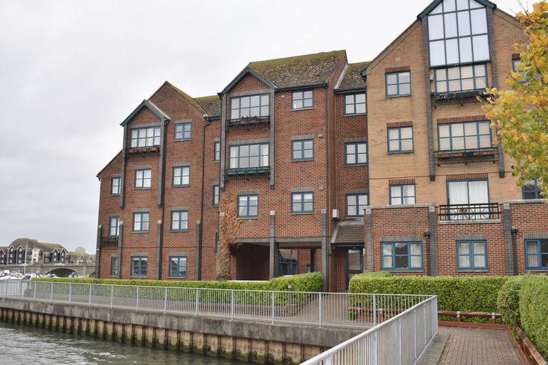 2 Bedrooms Apartment Flat for sale in Riverdene Place, Southampton