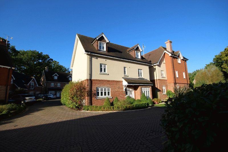 5 Bedrooms Detached House for sale in Myra Mews, Haywards Heath