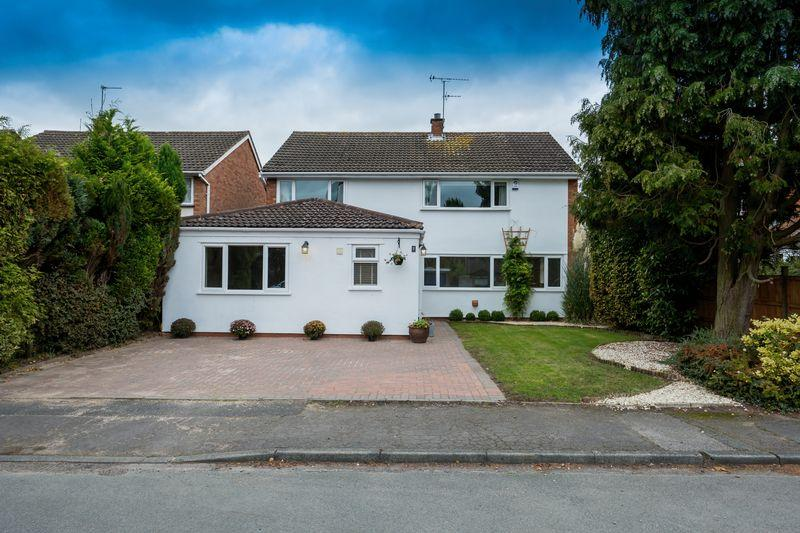 4 Bedrooms Detached House for sale in Kingsley Gardens, Codsall, Wolverhampton
