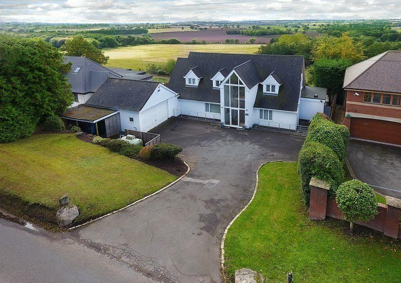 5 Bedrooms Detached House for sale in Pattingham Road, Perton Ridge, Wolverhampton