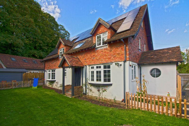 6 Bedrooms Detached House for sale in Washington, Pulborough