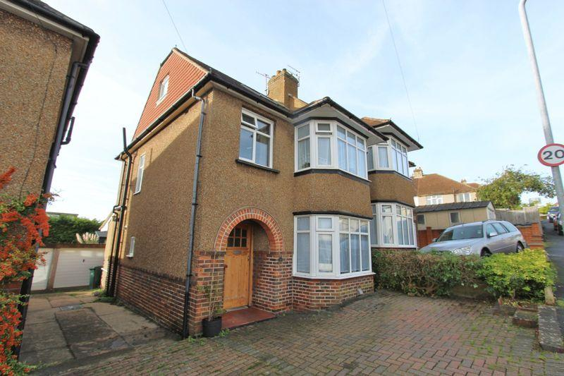 4 Bedrooms Semi Detached House for sale in Sharpthorne Crescent, Brighton