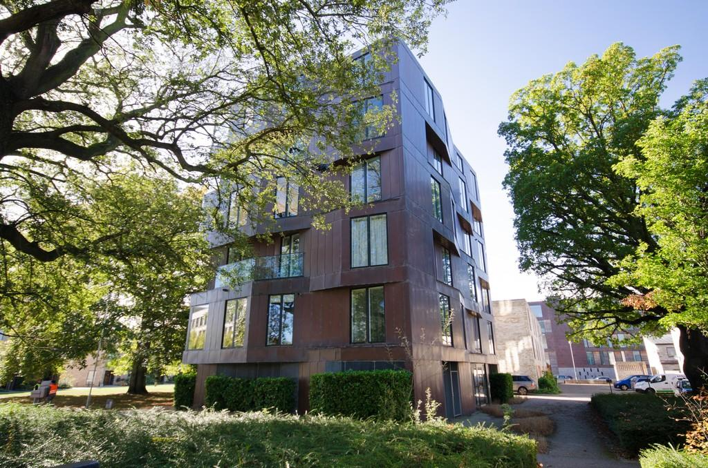 3 Bedrooms Apartment Flat for sale in Aberdeen Square, Cambridge