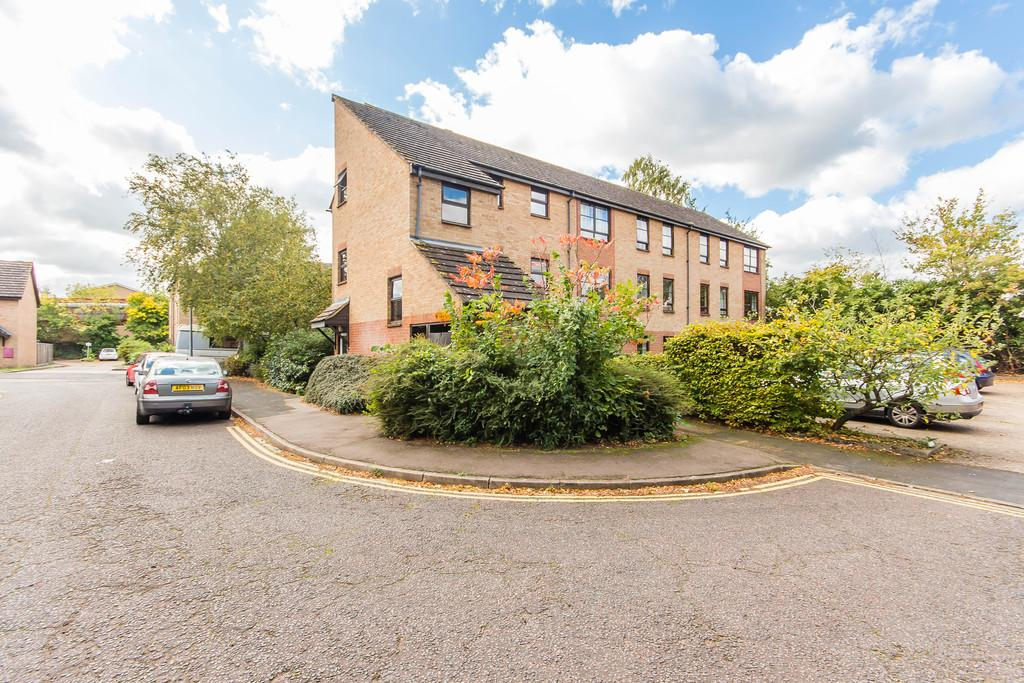 2 Bedrooms Ground Flat for sale in William Smith Close, Cambridge