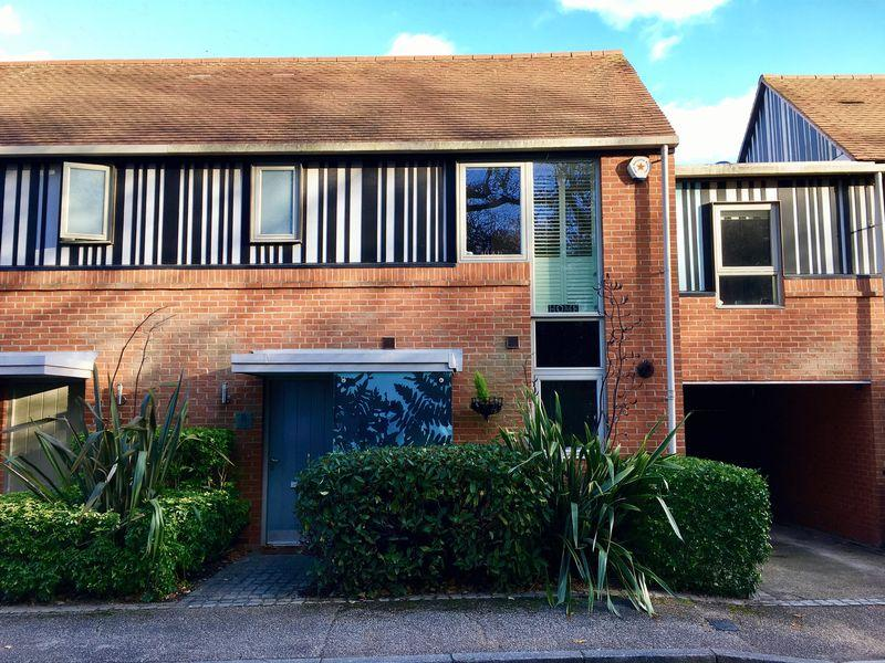 3 Bedrooms Semi Detached House for sale in Canopy Lane, Newhall