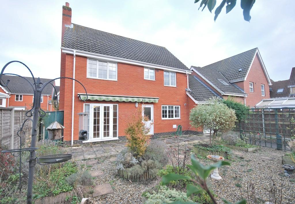 4 Bedrooms Detached House for sale in Burroughs Way, Wymondham