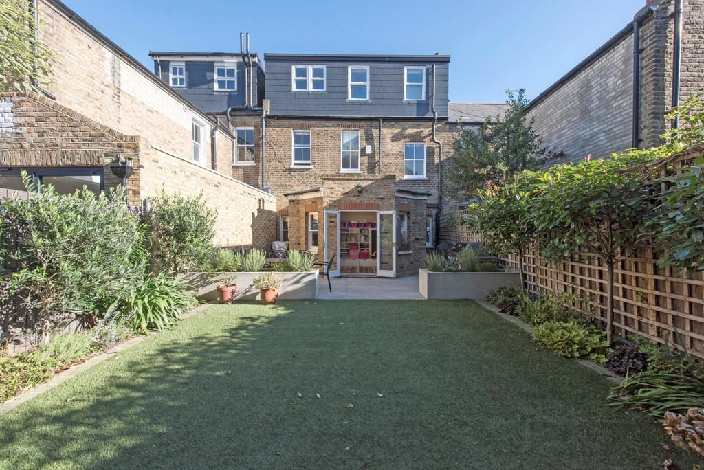 4 Bedrooms Terraced House for sale in Chetwode Road, London