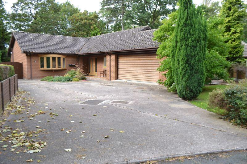 3 Bedrooms Detached Bungalow for sale in Conifer Close, Scunthorpe