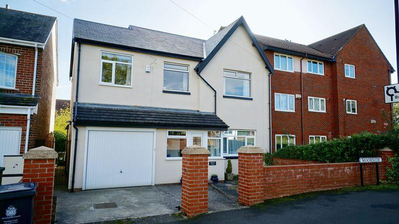 4 Bedrooms Detached House for sale in MOORSIDE, West Moor