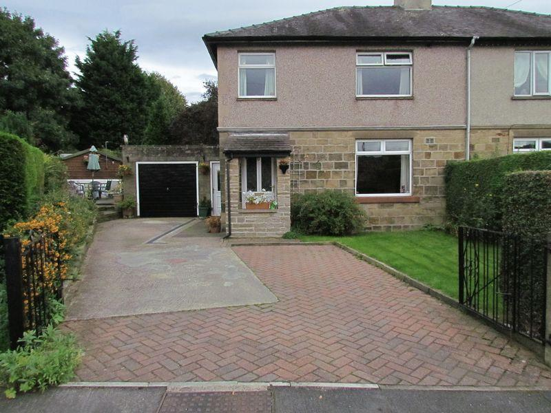 3 Bedrooms Semi Detached House for sale in The Grove, Bingley