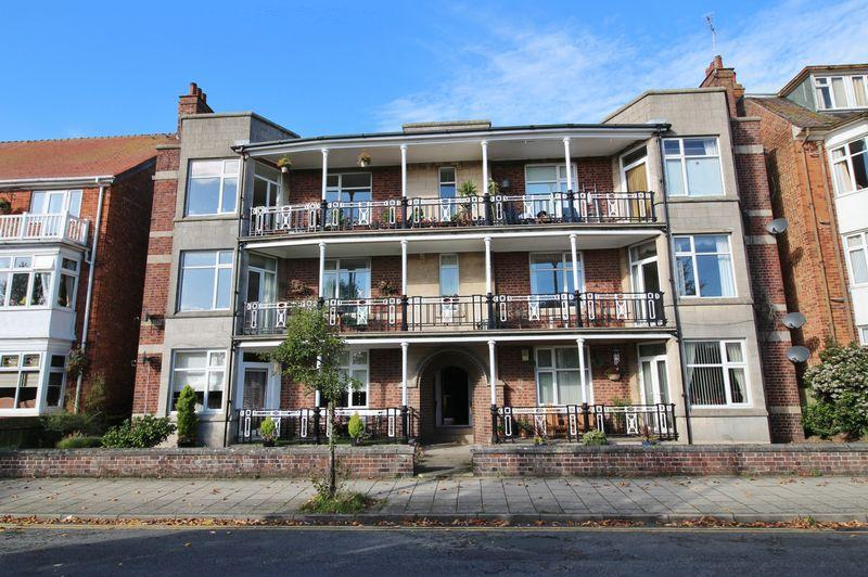 3 Bedrooms Flat for sale in South Parade, Skegness