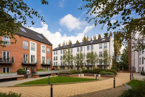 2 bedroom apartment for sale - Adventurers Court, Pond Garth, York, YO1