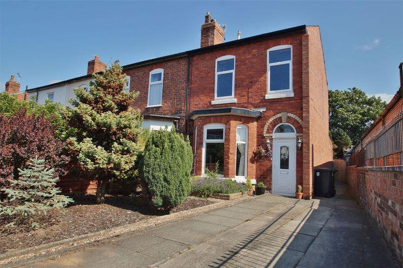 2 Bedrooms Semi Detached House for sale in Compton Road, Southport