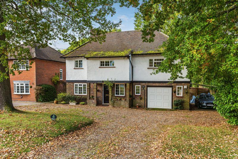 4 Bedrooms Detached House for sale in Glaziers Lane, Guildford