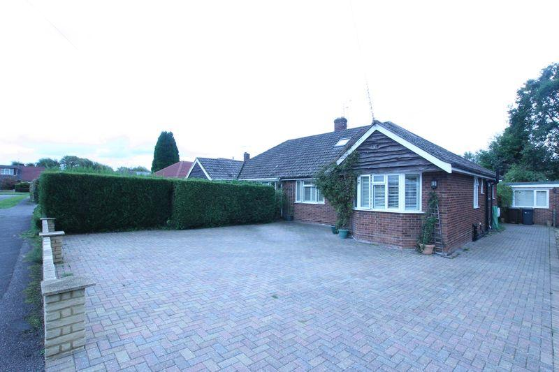 3 Bedrooms Semi Detached Bungalow for sale in Fairlands, Guildford, GU3