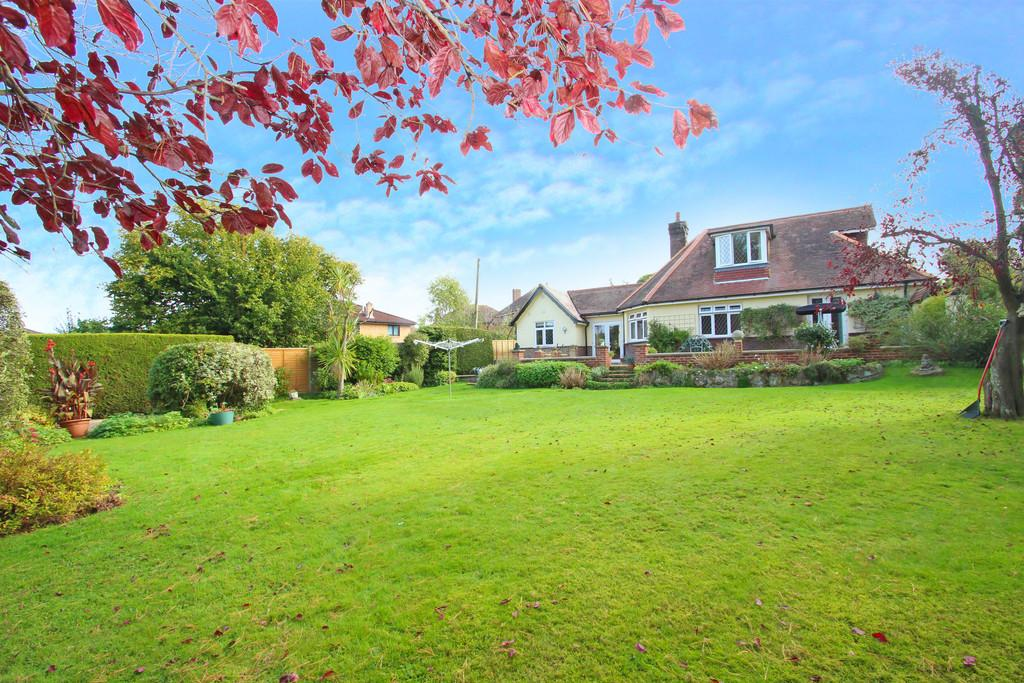 3 Bedrooms Detached Bungalow for sale in Fishbourne Lane, Fishbourne