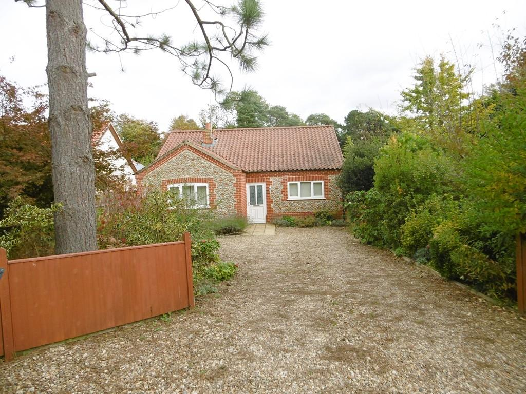 3 Bedrooms Detached Bungalow for sale in Corpusty