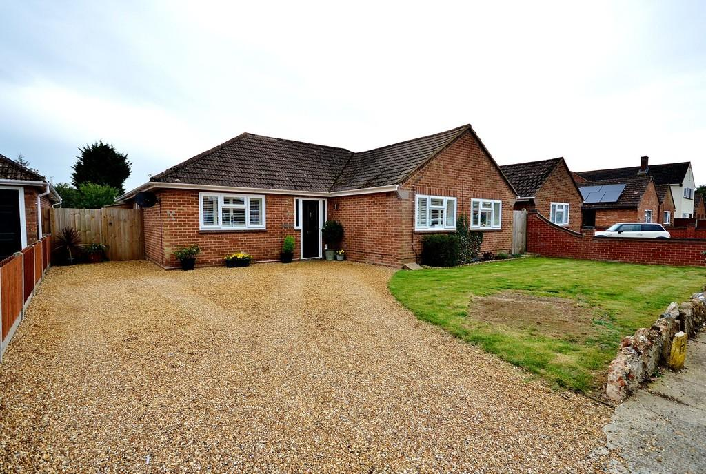4 Bedrooms Detached Bungalow for sale in Oaklands Avenue, Lexden