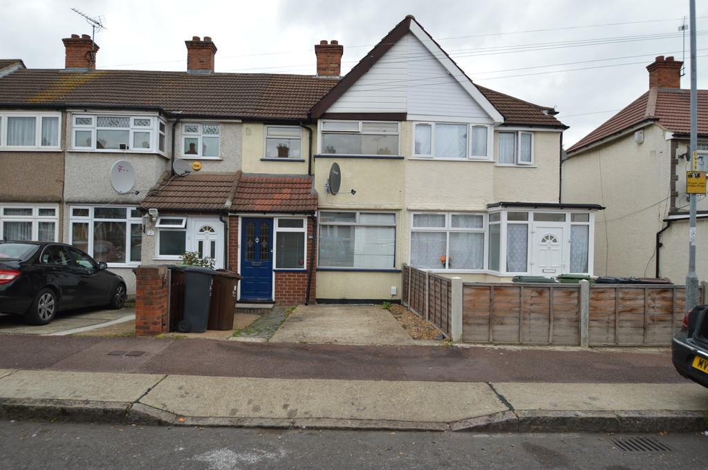 2 Bedrooms Terraced House for sale in Oval Road North, Dagenham