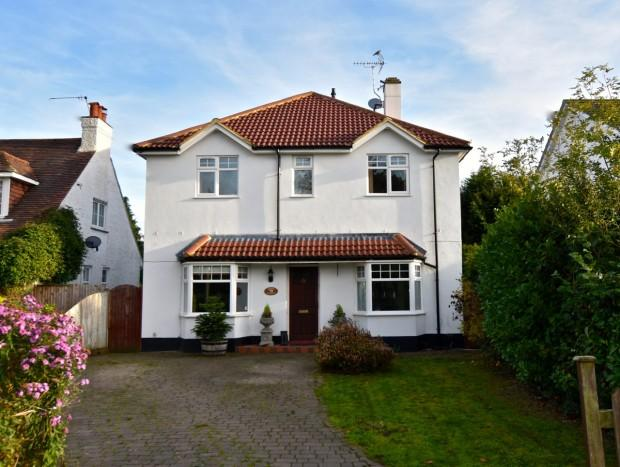 4 Bedrooms Detached House for sale in Links Road, Ashtead, KT21