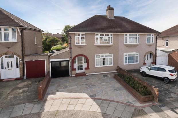 3 Bedrooms Semi Detached House for sale in Barrington Road, Bexleyheath, DA7