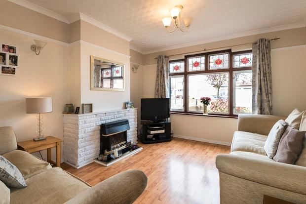 5 Bedrooms Semi Detached House for sale in Whitfield Road, Bexleyheath, DA7