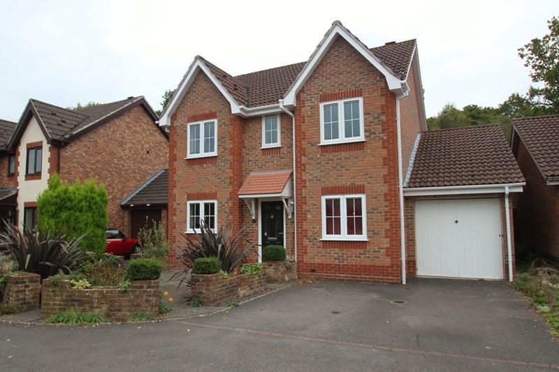 4 Bedrooms Detached House for sale in Acorn Way, Verwood