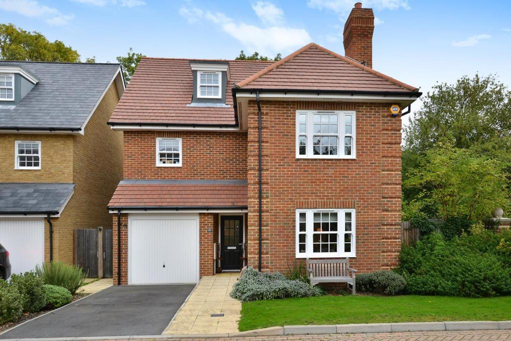 5 Bedrooms Detached House for sale in Century Way, Beckenham