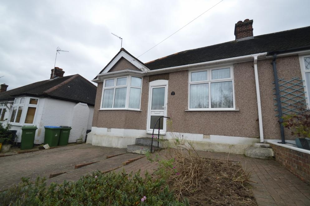 2 Bedrooms Semi Detached Bungalow for sale in Irwin Avenue, Plumstead, London SE18