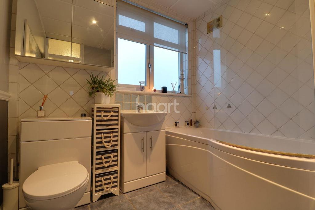 4 Bedrooms Semi Detached House for sale in Greenford