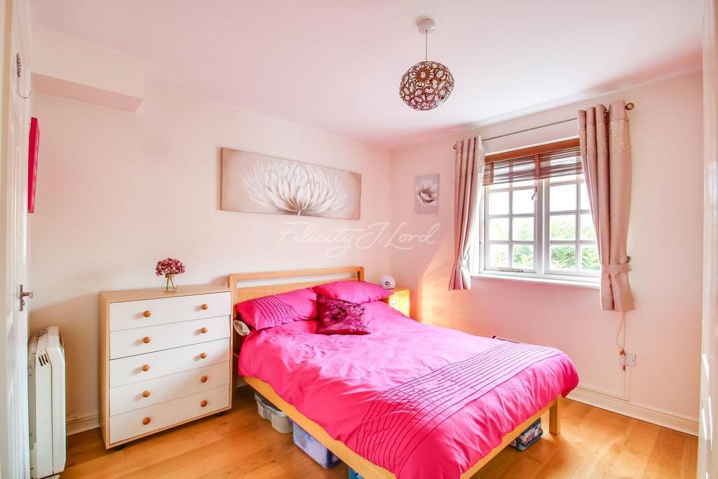 2 Bedrooms Flat for sale in Brook Development SE18