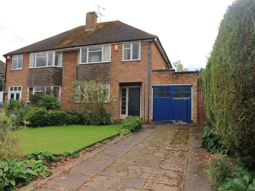 3 Bedrooms Semi Detached House for sale in Castle Grove, Stourbridge