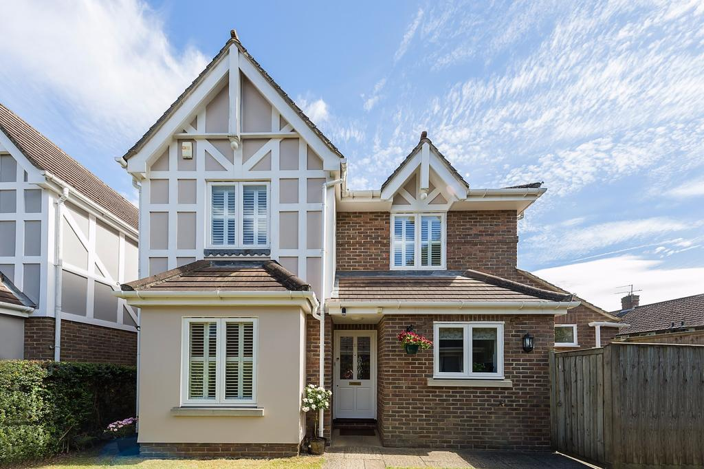 4 Bedrooms Detached House for sale in Beaconsfield