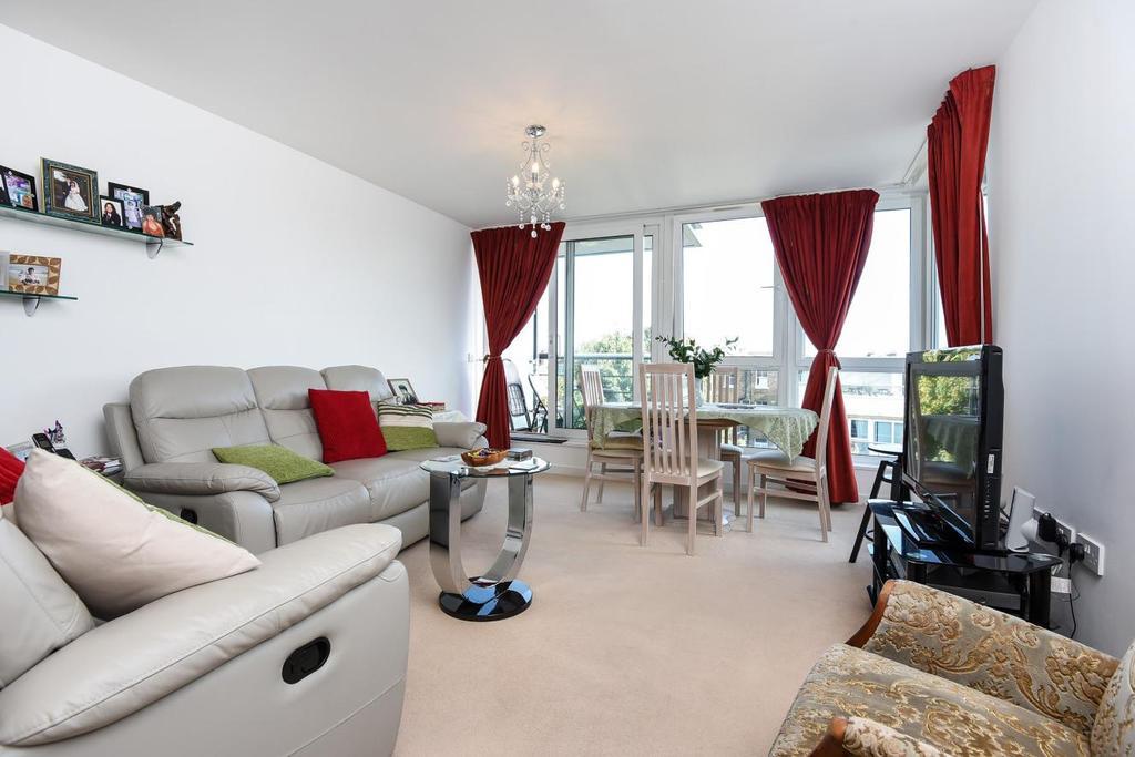 2 Bedrooms Flat for sale in Phoenix Way, Wandsworth
