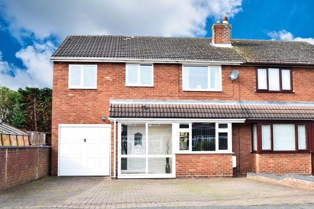 4 Bedrooms Semi Detached House for sale in Trevor Avenue,Great Wyrley,Walsall