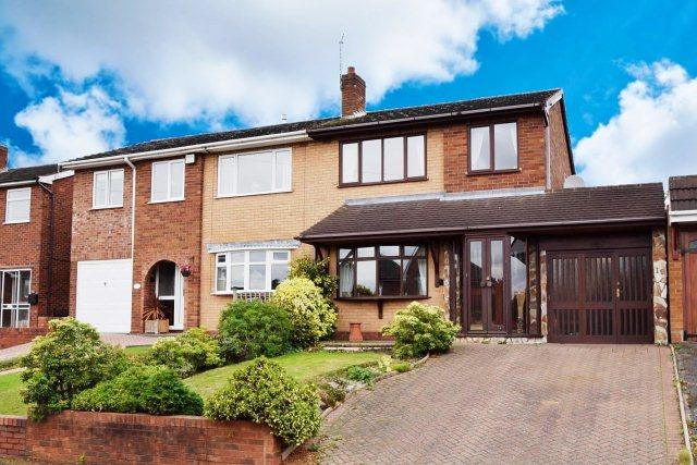 3 Bedrooms Semi Detached House for sale in Leveson Avenue,Cheslyn Hay,Staffordshire