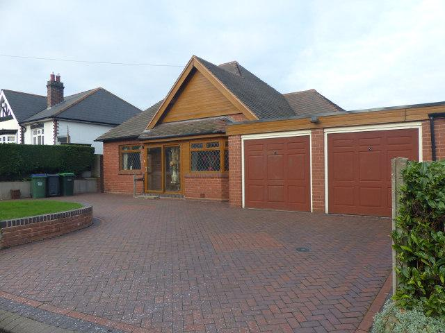 4 Bedrooms Detached Bungalow for sale in Charlemont Road,West Bromwich,