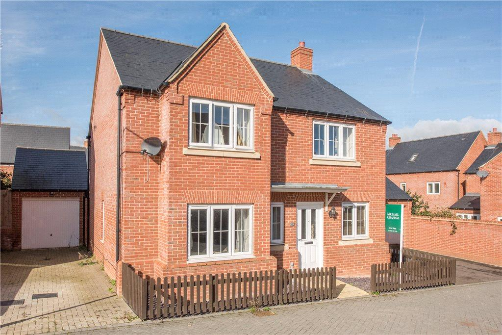 4 Bedrooms Detached House for sale in Lace Lane, Buckingham, Buckinghamshire
