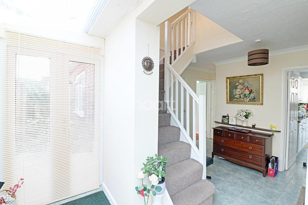 3 Bedrooms Detached House for sale in Robindale Avenue, Earley