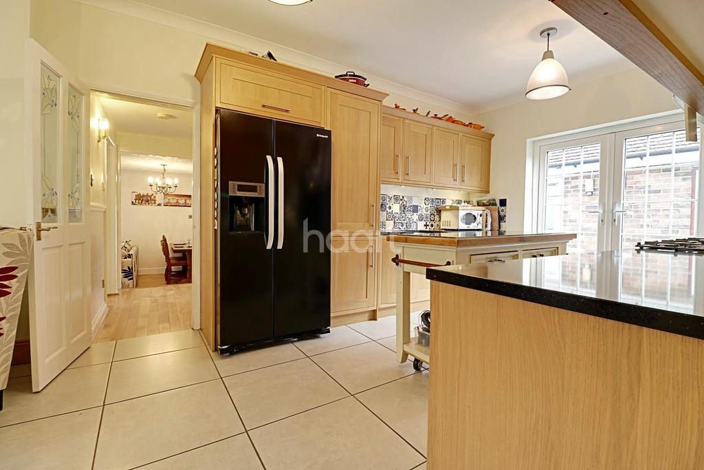4 Bedrooms Bungalow for sale in London Road, West Kingsdown, TN15